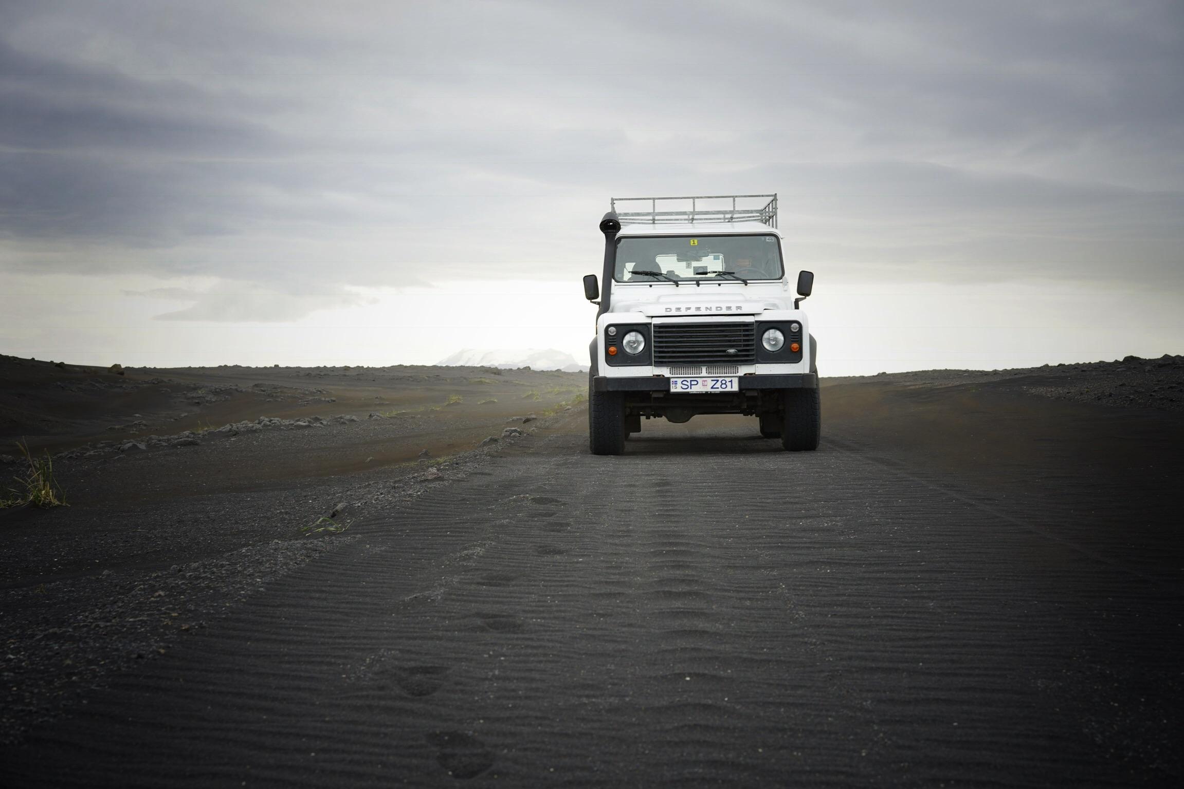 SaltyLove | Autofahren in Island | Wellblechpiste