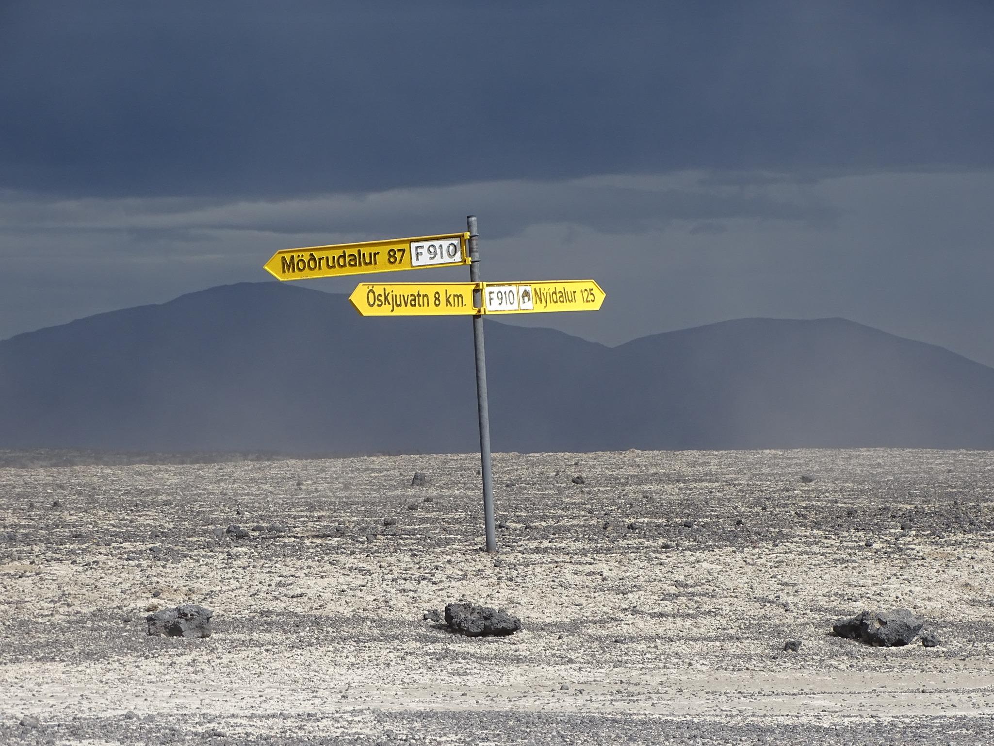 SaltyLove | Autofahren in Island | Askja Kreuzung