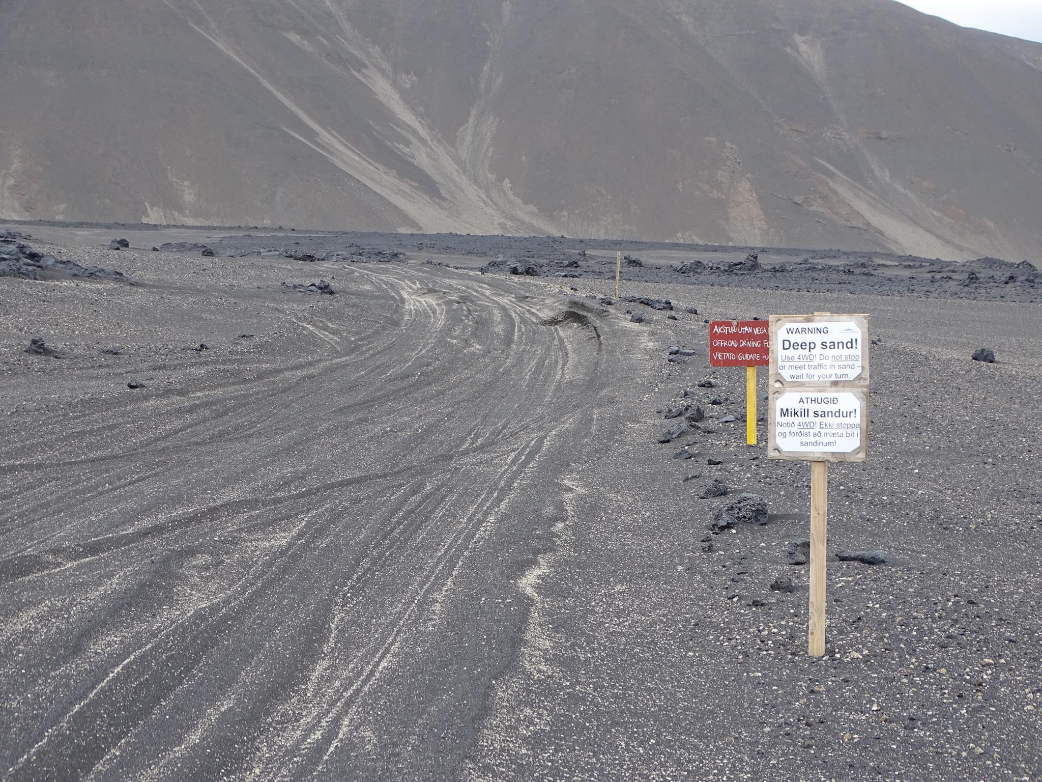 SaltyLove | Autofahren in Island | Sandpiste Askja